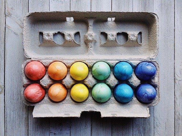 Oeufs de paques colorés naturellement
