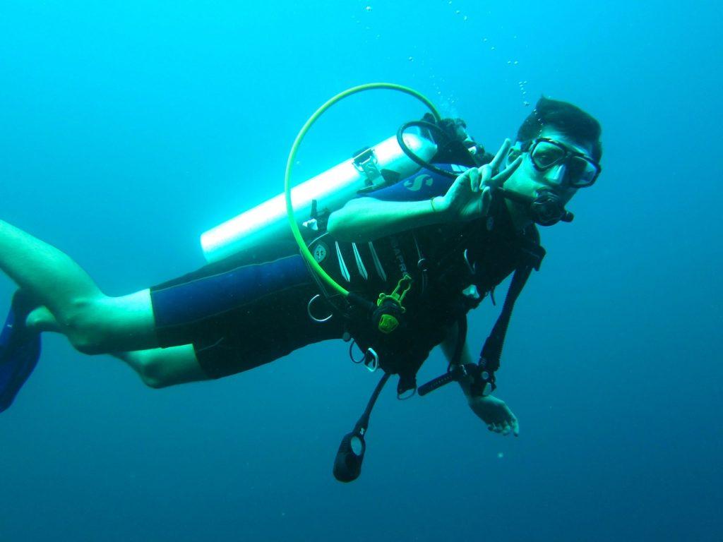 Plongeur et son matériel ayant des impacts méconnus sur l'environnement