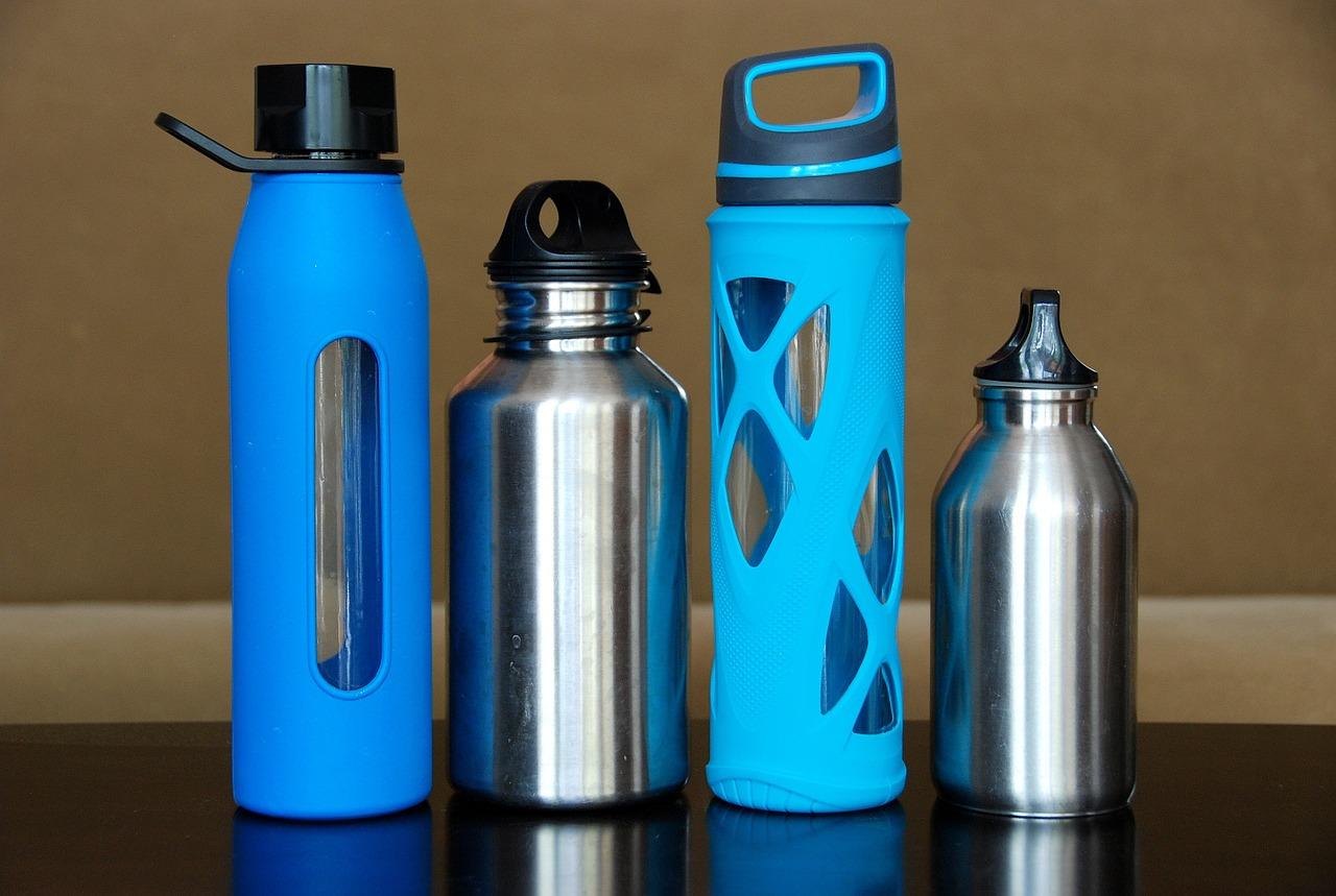 4 bouteilles et gourdes réutilisables et zéro déchet, alternative aux bouteilles plastiques
