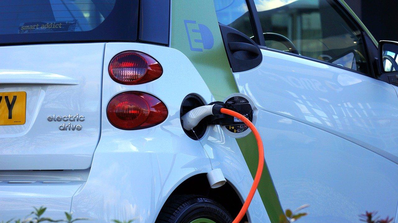 Voiture électrique à une borne de recharge