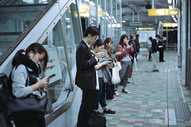 Addiction téléphone dans les transports