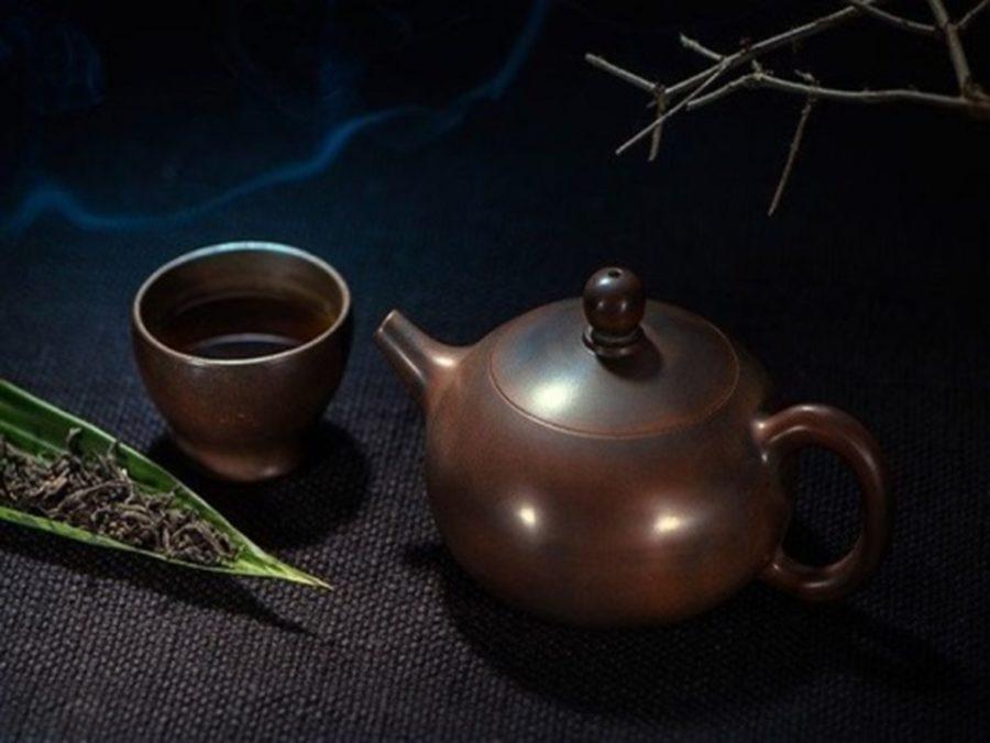thé en vrac, tasse de boisson chaude et théière